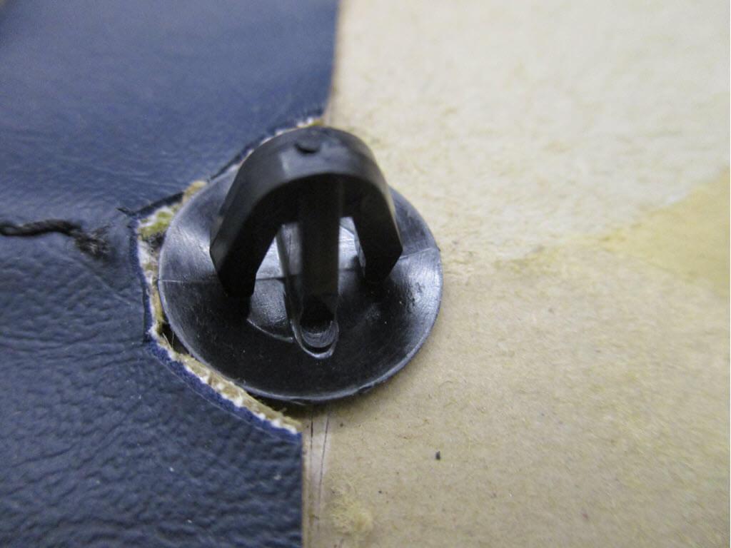 clips deurpanelen bmw 2002 onderdeelnummer 51411808209