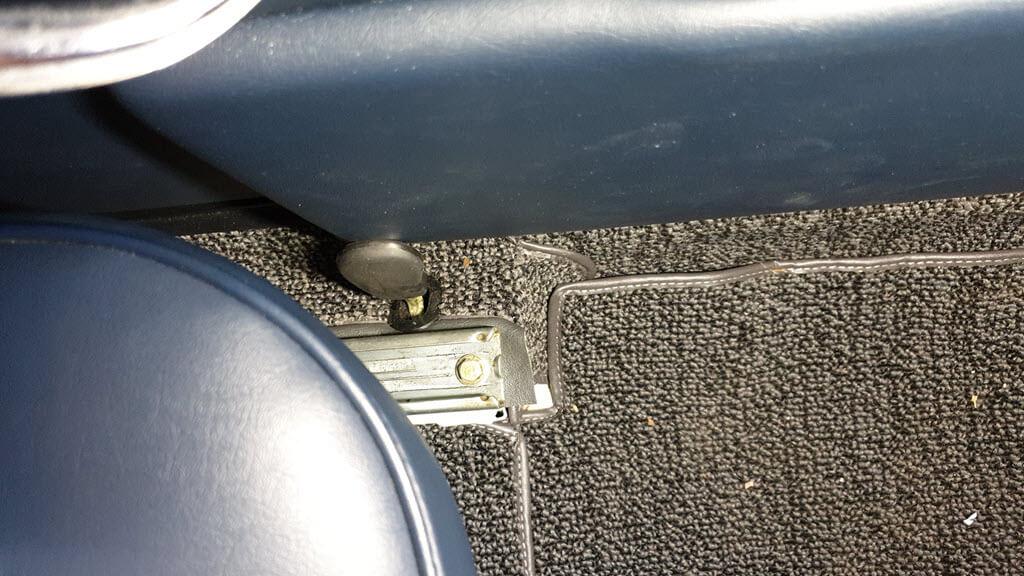 Deurvak komt tegen stoelvergrendeling aan BMW 2002