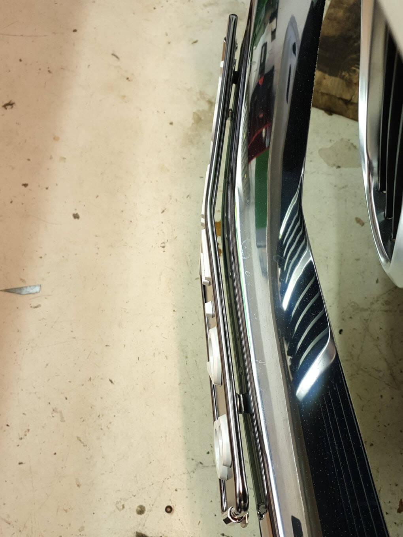 Kentekenplaathouder chroom BMW 2002 bovenaanzicht