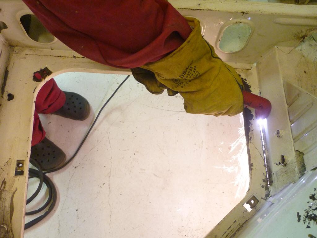 kofferbak bodem verwijderen met plasmasnijder