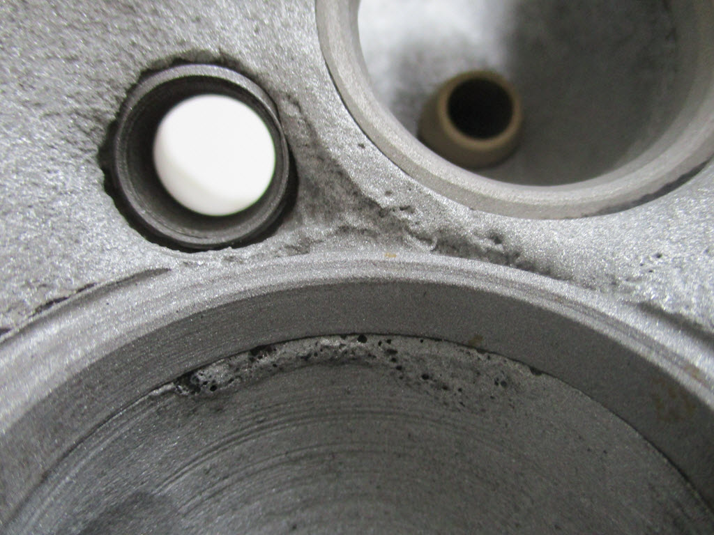 Lasnaad in cilinderkop BMW 2002tii