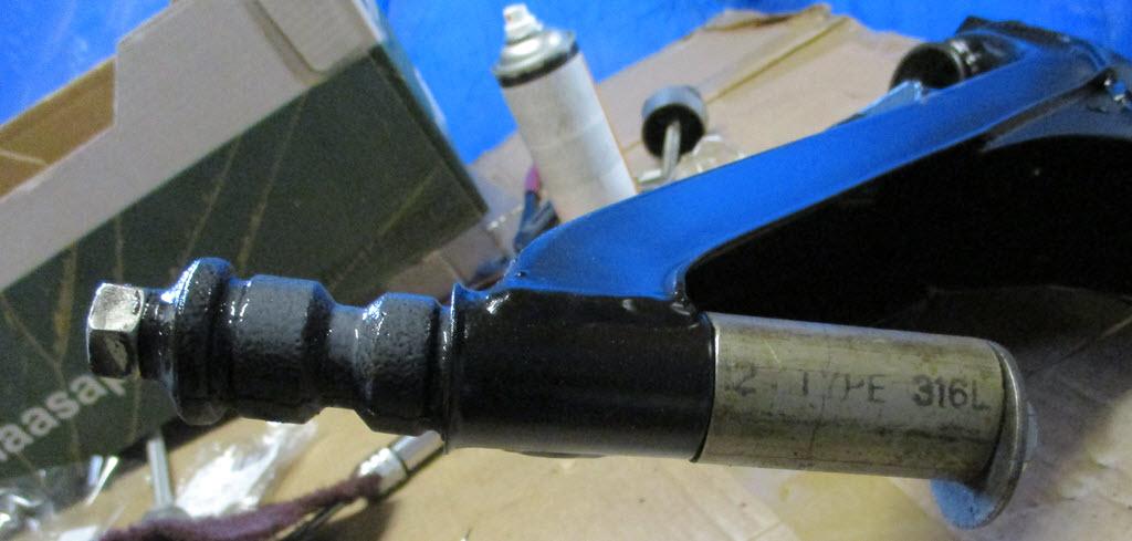 Speciaal gereedschap voor rubbers in draagarm BMW 2002