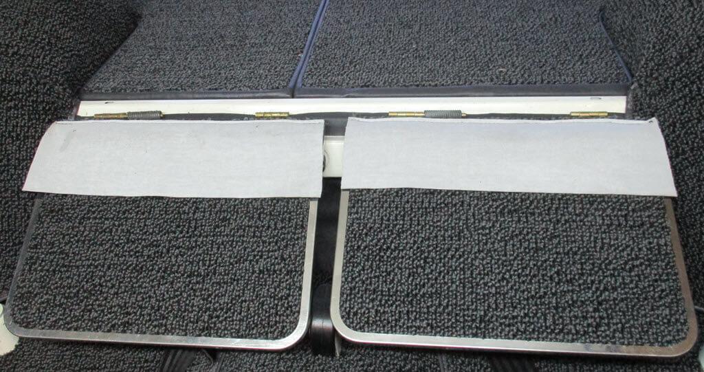stof onderaan klapplankjes over achterbank BMW 2002 Touring