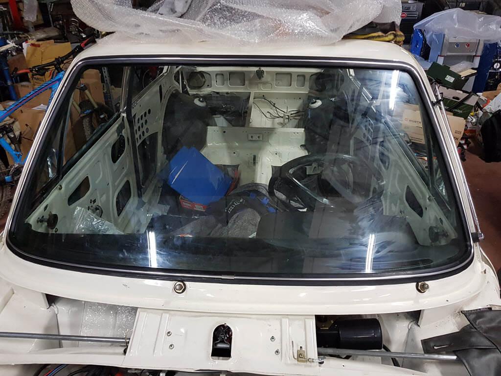 voorruit geïnstalleerd BMW 2002
