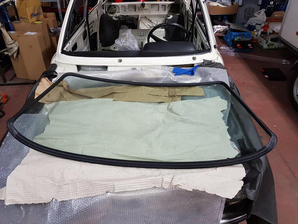Voorruitrubber om ruit monteren BMW 2002